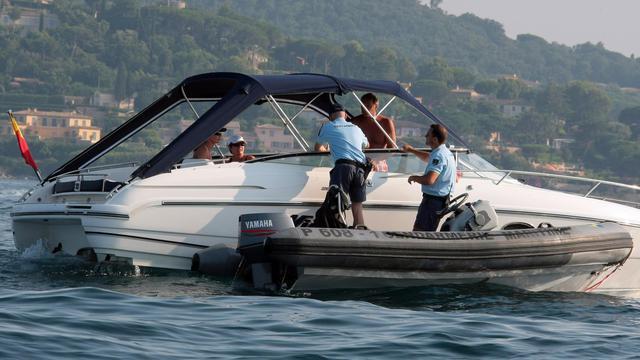 Photo d'archives montrant des gendarmes controlant la vitesse d'un bateau à moteur le 8 juillet 2010 dans le golfe de Saint-Tropez [Stephane Danna / AFP/Archives]