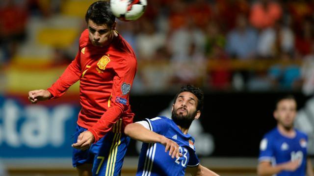 L'attaquant Alvaro Morata (g) auteur d'un doublé face au Liechtenstein en qualifications pour le Mondial-2018 à León, le 5 septembre 2016  [MIGUEL RIOPA / AFP]