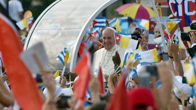 Le pape François arrive sur la place de la Révolution à La Havane, le 20 septembre 2015 [RODRIGO ARANGUA / AFP]