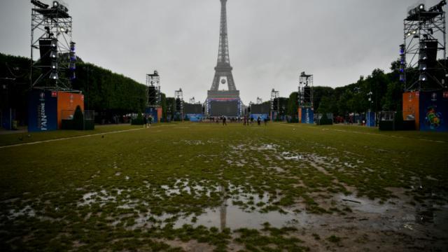 Un demi-million d'euros ont été investis par la mairie pour changer les pelouses de l'esplanade, abîmées pendant l'Euro.