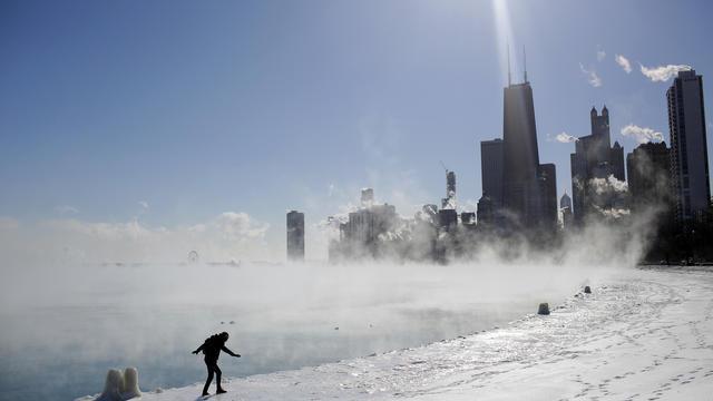A Chicago, la troisième ville du pays surnommée la «ville des vents», il a fait jusqu'à -30 degrés en matinée et -26 dans l'après-midi, avec un ressenti évalué à -45°C.