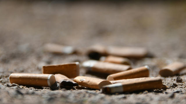 La hausse du prix du paquet a convaincu de nombreux Français d'arrêter de fumer.