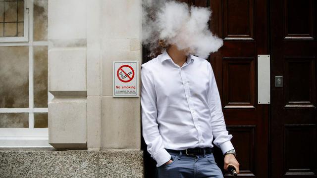 L'utilisation de la cigarette électronique est maintenant interdite dans les établissements accueillant des mineurs et dans les espaces collectifs fermés des entreprises.