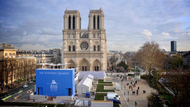 Le parvis de la cathédrale aménagé pour les festivités des 850 ans.