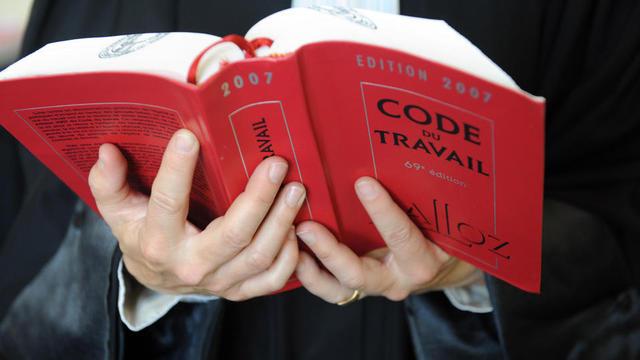 Le Code du travail français : plus de 3.900 pages, une dizaine de milliers d'articles et 1,5 kg en version imprimée.