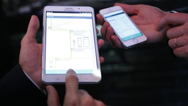 """L'application """"e-constat auto"""" sera disponible sur les systèmes iOS et Android."""