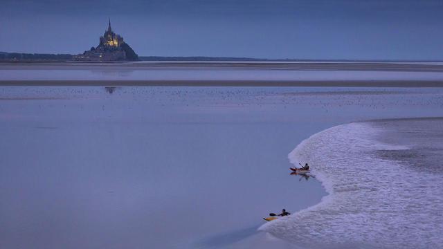 La baie du Mont Saint Michel offre un cadre d'exception pour assister à ce phénomène