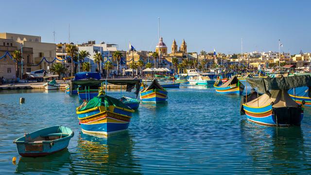 Les surprenants bateaux de pêche maltais, très colorés.