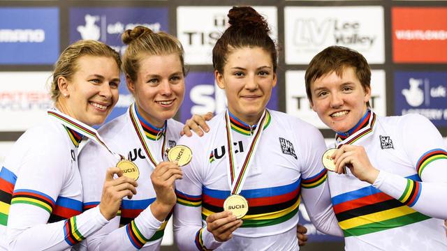 Kelly Catlin, à droite, était triple championne du monde de poursuite par équipes.