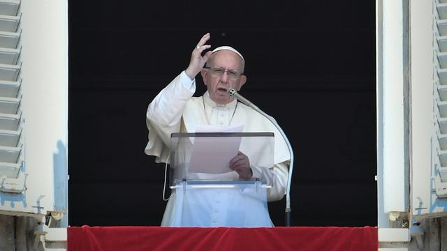 Le pape François fait un discours avant la prière de l'Angelus sur la place Saint-Pierre au Vatican, le 19 août 2018 [Filippo MONTEFORTE / AFP]