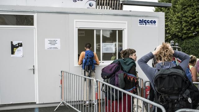 """Agence de Pôle Emploi installée à la gare de Belleville dans le Beaujolais et dédiée au recrutement des vendangeurs """"à la dernière minute"""", le 24 août 2015 [Jean-Philippe Ksiazek / AFP]"""