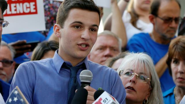Le lycéen Cameron Kasky s'exprime le 17 février 2018 à Fort Lauderdale en Floride [RHONA WISE / AFP/Archives]