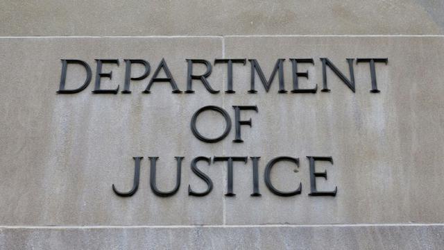 Le procureur spécial chargé de l'enquête sur une ingérence du Kremlin dans la présidentielle américaine de 2016 a inculpé douze agents du renseignement russe pour avoir piraté les ordinateurs du parti démocrate pendant la campagne [Alex Edelman / AFP/Archives]