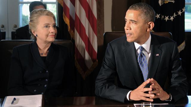 Le président américain Barack Obama (d) et l'ex-secrétaire d'Etat Hillary Clinton à la Maison-Blanche à Washington, le 28 novembre 2012 [Jewel Samad / AFP/Archives]