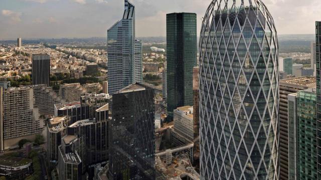 D2 fait penser aux tours de forme ovoïde de Londres et de Barcelone.