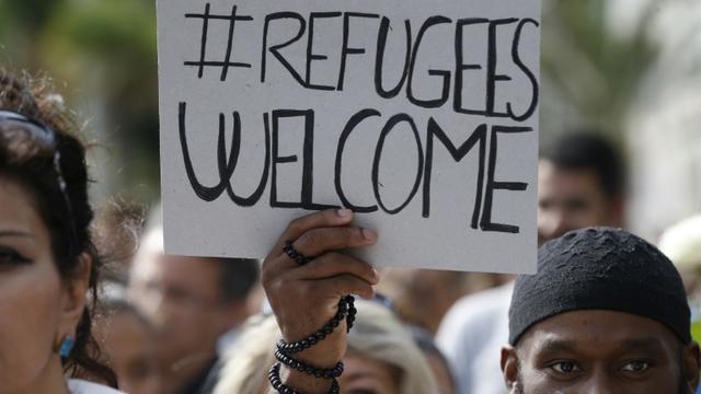 Des gens manifestent à Nice en soutien aux migrants dans le cadre d'une mobilisation européenne le 12 septembre 2015 [Valery Hache / AFP]