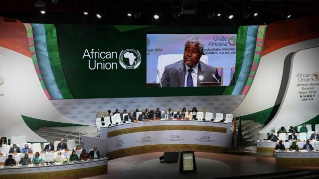 Le président de la commission de l'Union africaine Moussa Faki Mahamat, le 4 juillet 2019, devant les ministres des Affaires étrangères de l'UA réunie en sommet à Niamey [ISSOUF SANOGO / AFP]
