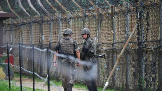 Des soldats sud-coréens patrouillent le long de la frontière avec la Corée du Nord à Goseong, le 14 juin 2019 [Jung Yeon-je / AFP/Archives]