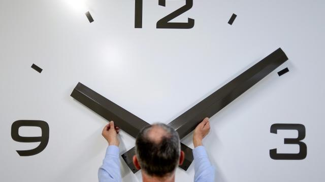 La Commission européenne veut mettre fin aux changements d'heure, en laissant chaque pays trancher [JEAN-SEBASTIEN EVRARD / AFP/Archives]