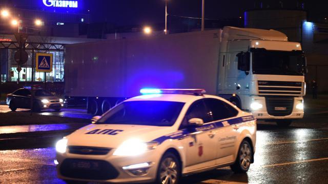 Un convoi transportant les corps d'une partie des 224 personnes tuées dans le crash d'un avion russe en Egypte, quitte le 2 novembre 2015  l'aéroport international de Pulkovo [VASILY MAXIMOV / AFP]