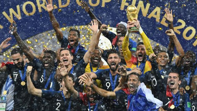 L'équipe de France de football en liesse après avoir remporté le Mondial-2018 au détriment de la Croatie au stade Loujniki à Moscou, le 15 juillet 2018 [FRANCK FIFE  / AFP/Archives]