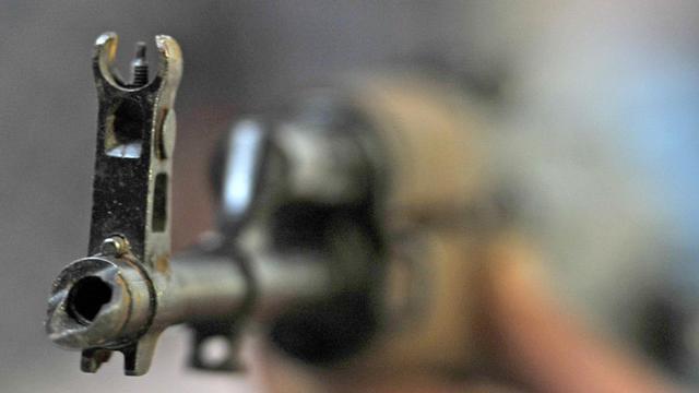 Un fusil Kalachnikov [Boris Horvat / AFP/Archives]