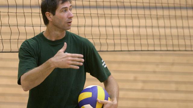 Laurent Tillie lorsqu'il entraînait l'équipe tchèque le 30 août 2005 à Prague [Michal Cizek / AFP]
