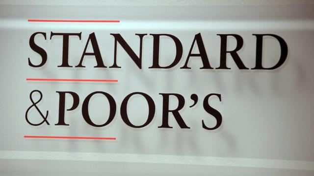 L'agence de notation américaine Standard and Poor's (SP) a maintenu vendredi la note AA de la dette à long terme de la France tout en continuant d'envisager de la baisser [Eric Piermont / AFP/Archives]