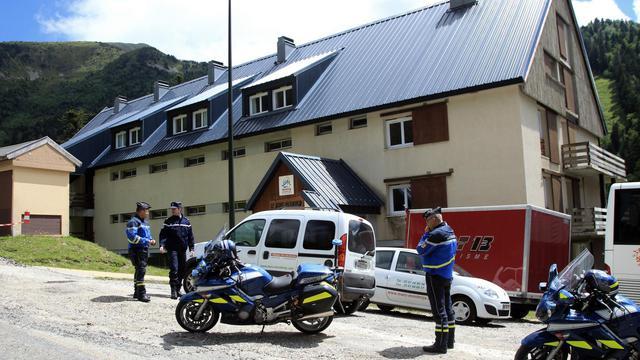 GGendarmes devant le chalet Saint-Bernard à Ascou, dans l'Ariège, le 10 juillet 2014, après la mort d'un garçon de 8 ans  [Raymond Roig / AFP/Archives]