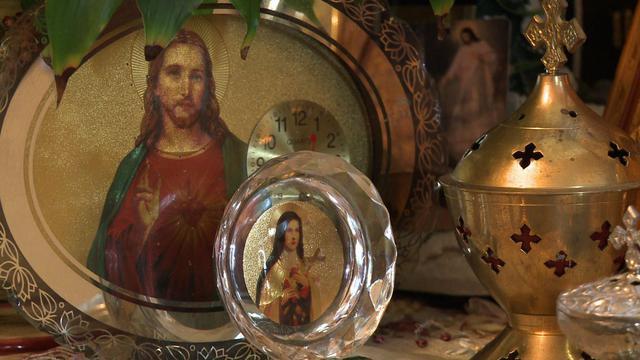 Des icônes religieuses dans le salon d'une famille chaldéenne à Sarcelles le 3 août 2014 [ / AFP/Archives]