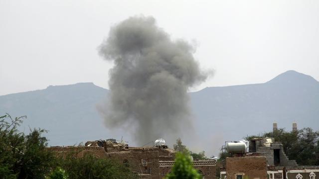 Frappe de la coalition arabe sur Sanaa au Yémen, le 2 septembre 2015 [Mohammed Huwais / AFP]
