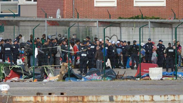 Des migrants à Calais le 2 juillet 2014 [Denis Charlet / AFP/Archives]