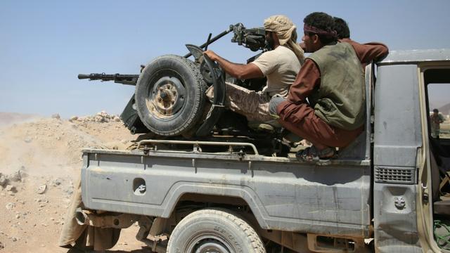 Des soldats des forces pro-gouvernementales yéménites, appuyées par une coalition pro-arabe dans la province de Marib, à l'est de Sanaa, le 13 septembre 2015 [Abdullah Hassan / AFP]