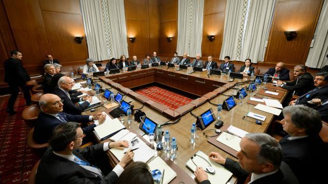 Rencontre formelle entre l'opposition syrienne et l'émissaire de l'ONU à Genève, le 1er février 2016 [FABRICE COFFRINI / AFP]