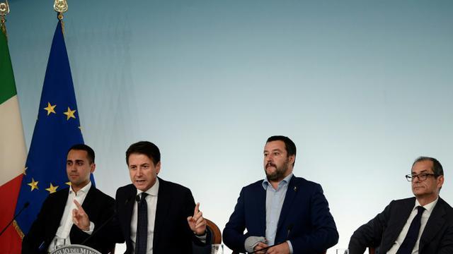 Le ministre italien du travail Luigi Di Maio, Le président du Conseil Giuseppe Conte, Le vice-premier ministre et ministre de l'Intérieur Matteo Salvini et le ministre de l'Economie et des finances Giovanni Tria à Rome le 15 octobre 2018 [Filippo MONTEFORTE / AFP]