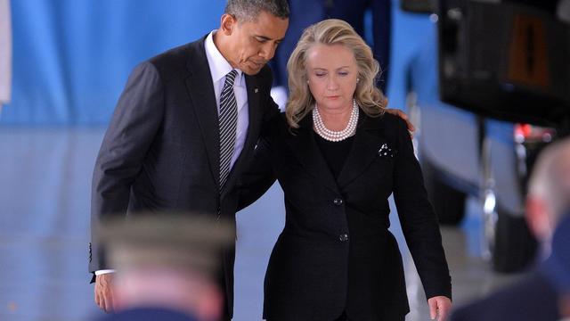 Le président américain Barack Obama et sa secrétaire d'Etat Hillary Clinton le 14 septembre 2012 sur la base de l'armée de l'air Andrews dans le Maryland, lors d'une cérémonie pour quatre soldats américains morts à Benghazi, en Libye  [Jewel Samad / AFP/Archives]