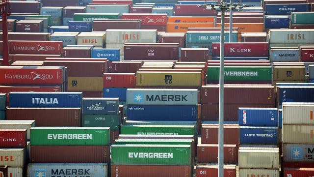 Des conteneurs stockés dans un port [Peter Parks / AFP/Archives]