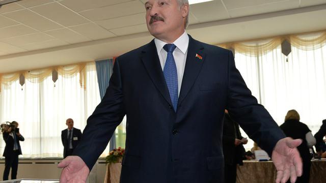 Le président sortant du Bélarus, Alexandre Loukachenko, le 11 octobre 2015 à Minsk  [MAXIM MALINOVSKY / AFP]