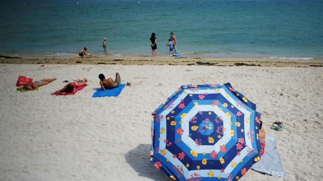 Labellisées sans tabac, une cinquantaine de plages du littoral français tentent de bannir la cigarette [CHARLY TRIBALLEAU / AFP/Archives]