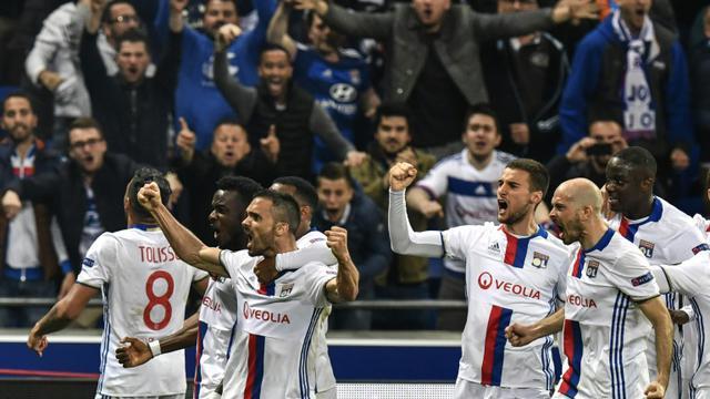 Les Lyonnais fêtent le but de Jérémy Morel face à Besiktas, le 13 avril 2017 au Parc OL [JEFF PACHOUD / AFP]