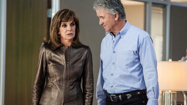 Linda Gray et Patrick Duffy, les acteurs emblématiques de la série Dallas.