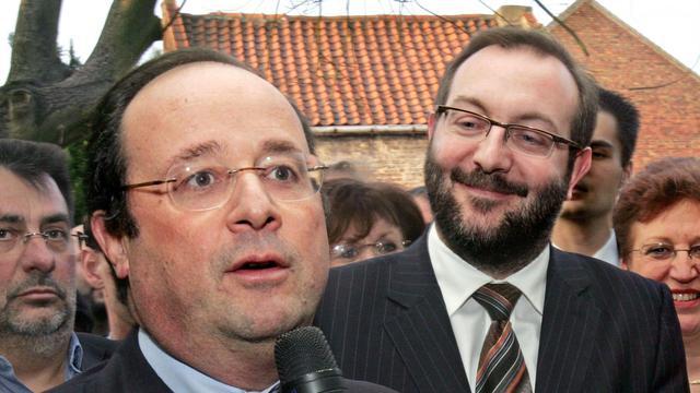 François Hollande s'exprime au côté de Gérard Dalongeville alors qu'ils font campagne le 20 février 2008 à Hénin-Beaumont pour les élections municipales des 09 et 16 mars 2008
