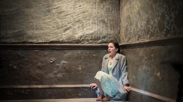 """Phoebe Fox dans le film """"La dame en noir 2 : L'ange de la mort"""""""