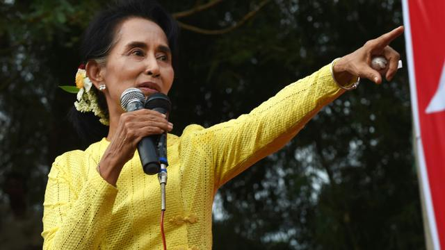 L'opposante Aung San Suu Kyi à Kawhmu dans la banlieue de Rangun en Birmanie, le 24 octobre 2015 [Romeo Gacad / AFP/Archives]