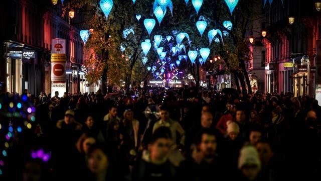 La Fête des Lumières dans les rues de Lyon, le 6 décembre 2018 [JEAN-PHILIPPE KSIAZEK / AFP]