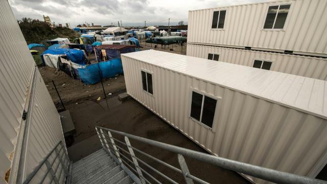 Des conteneurs destinés à l'accueil de migrants, le 11 janvier 2016 à Calais [PHILIPPE HUGUEN / AFP]