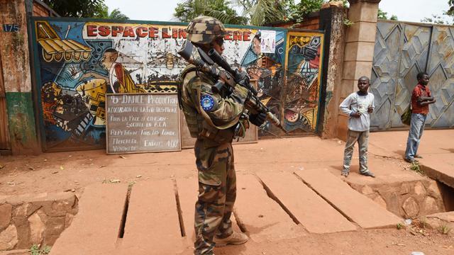 Un soldat de la force européenne Eufor dans une rue de Bangui (Centrafrique) le 8 mai 2014 [Issouf Sanogo / AFP/Archives]