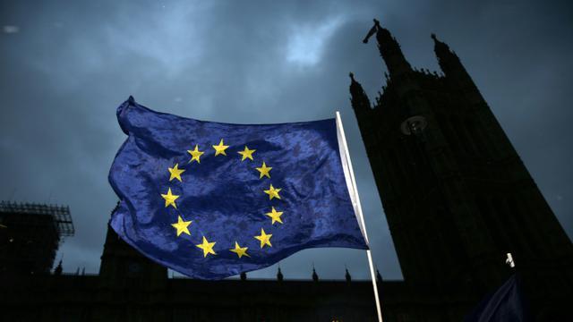 Le drapeau européen flotte sur le Parlement britannique à Londres le 13 décembre 2017  [Daniel LEAL-OLIVAS / AFP]