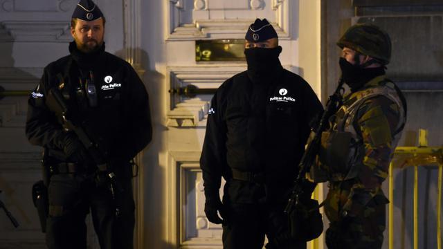 Policiers et militaires déployés le 22 novembre 2015 à Bruxelles en alerte antiterroriste maximale [EMMANUEL DUNAND / AFP]
