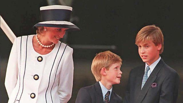 La princesse Diana et ses fils les princes Harry et Charles à Londres en 1995.